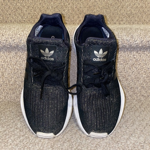 Adidas shoes size 5.5 in black with gold